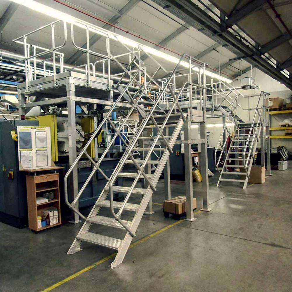 Stacjonarna platforma robocza z wejściem po schodach
