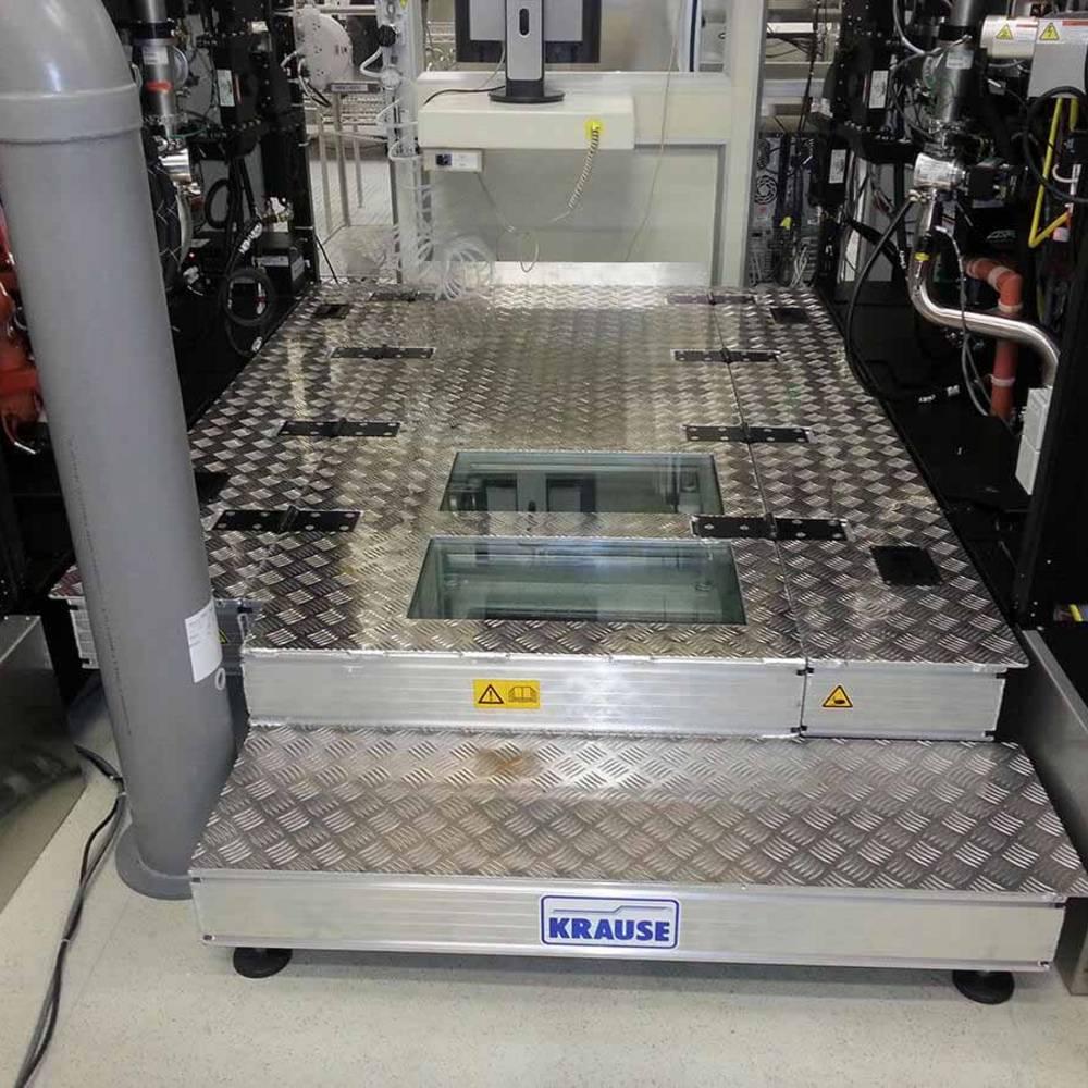 Stacjonarna platforma robocza do obsługi maszyn