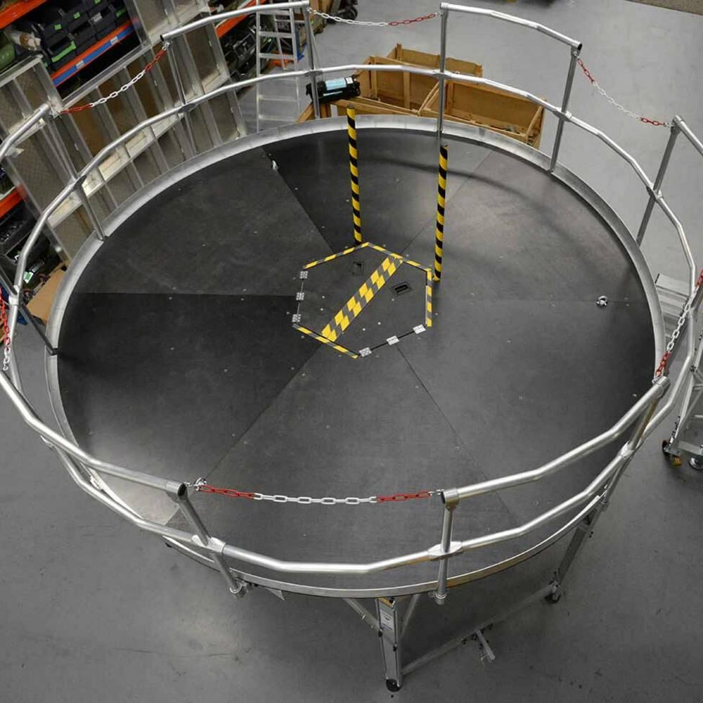 Okrągła platforma robocza z zabezpieczeniami
