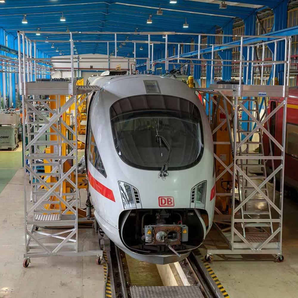 Przykład zastosowania jezdnej platformy roboczej z regulacją wysokości przy pracach związanych z konserwacją pociągów