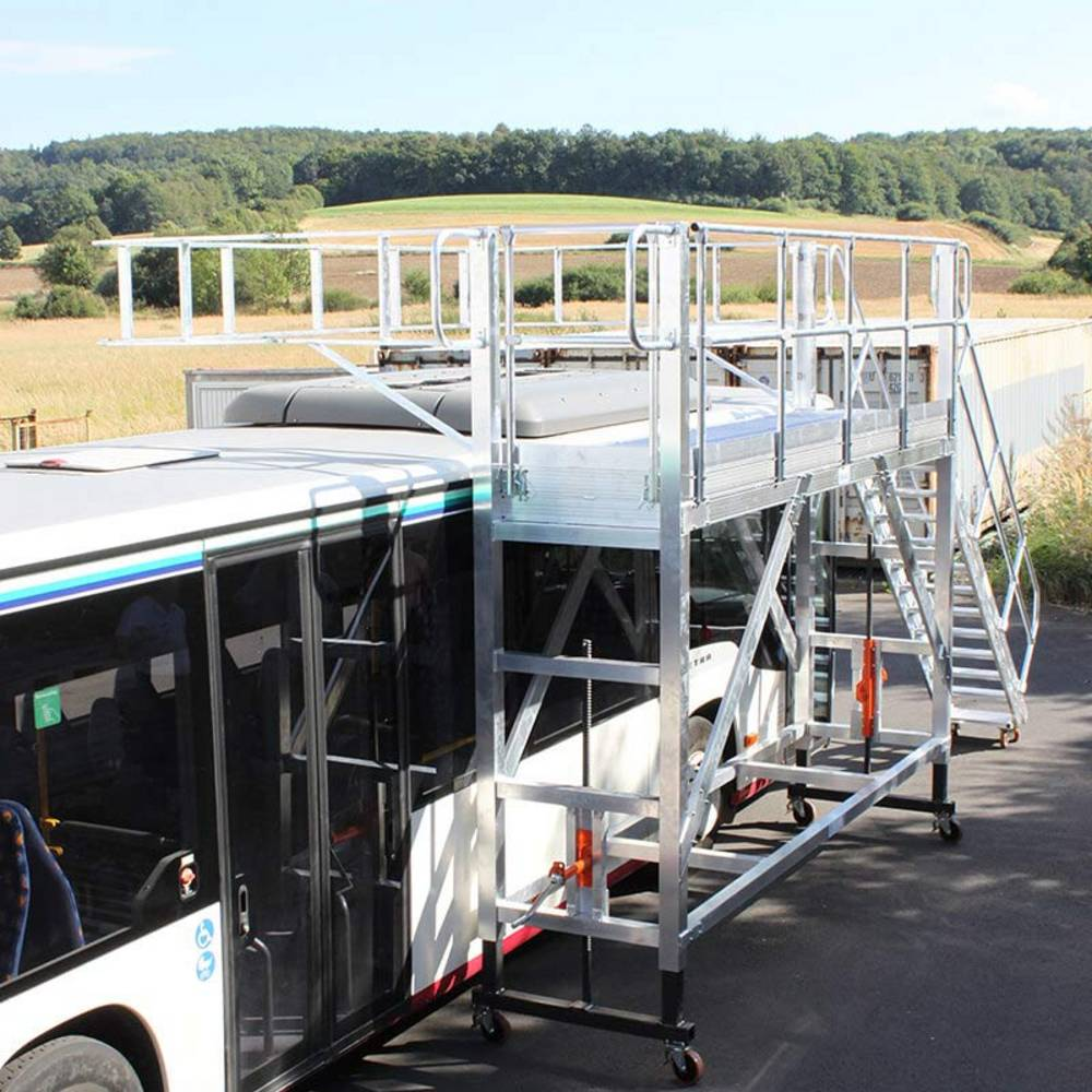 Mobilna platforma robocza jako przykład zastosowania przy przeglądach kontrolnych autobusów