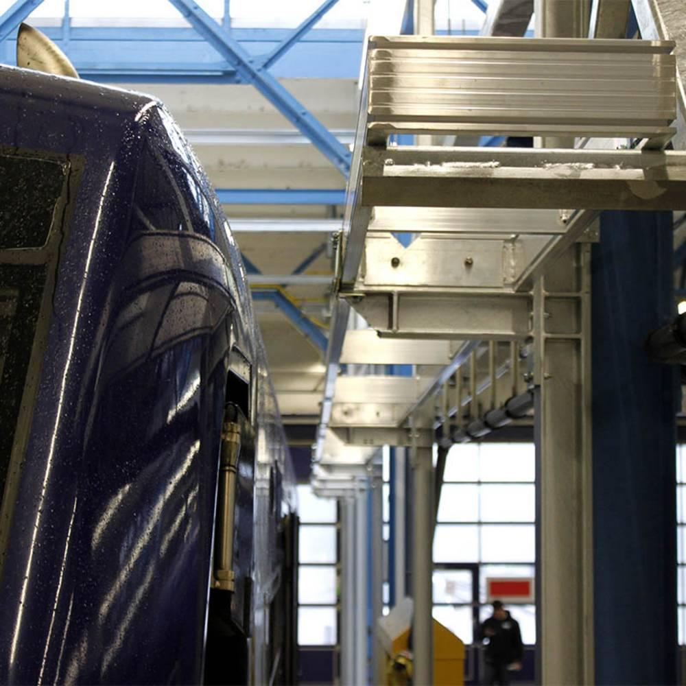 Brakujące elementy dopasowania do zewnętrznej konstrukcji pociągu