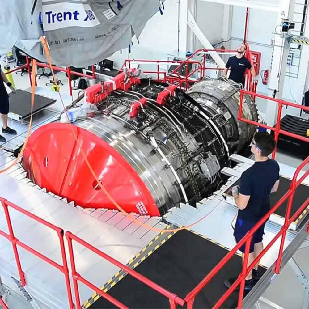 Przykład zastosowania mobilnej platformy roboczej przy produkcji silników