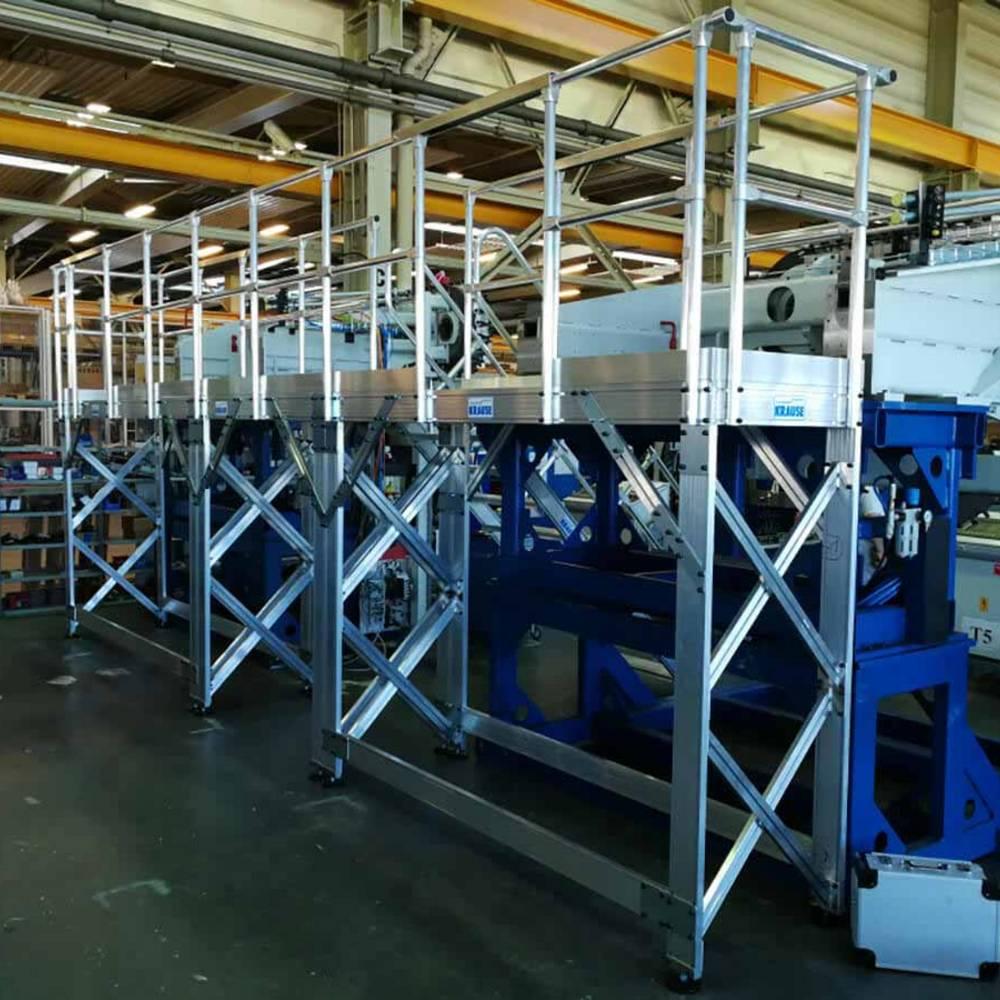 Stacjonarna platforma robocza dostosowana do maszyny
