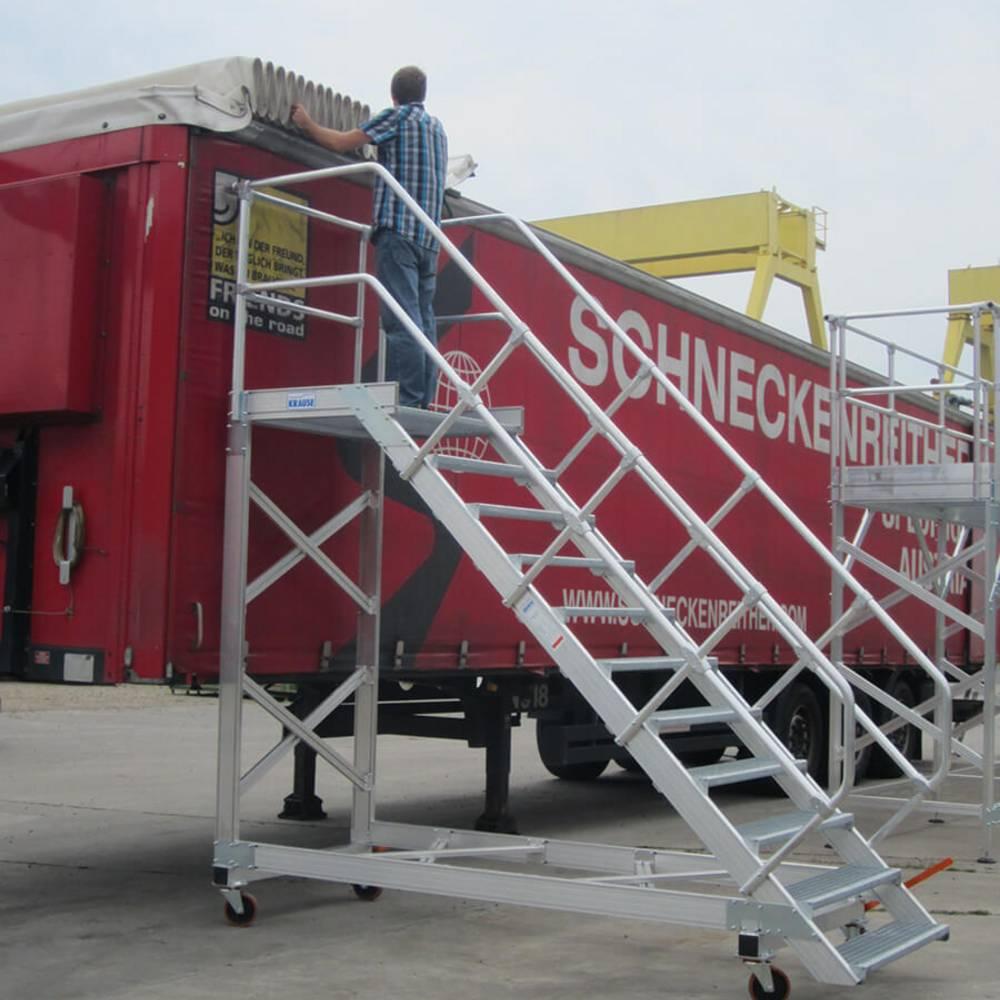 Schody jezdne z platformą pomocne przy pracach na wysokości