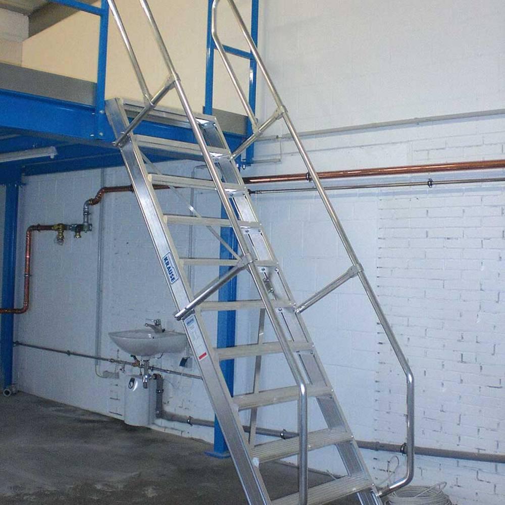 Schody mocowane na stałe jako dostęp do stanowiska pracy