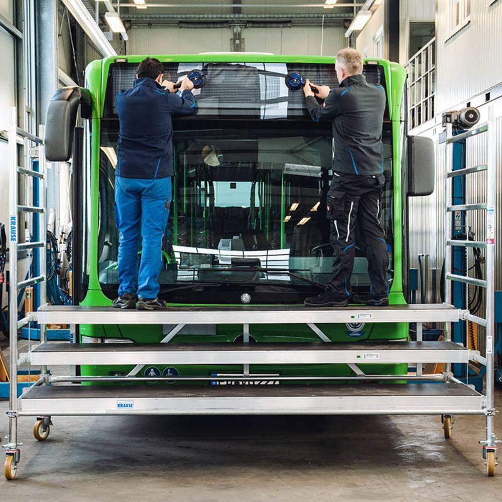 Specjalne rusztowanie służące przy wymianie przednich szyb w pojazdach wielogabarytowych