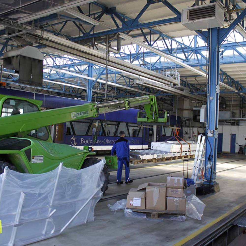 Transport komponentów do hali produkcyjnej