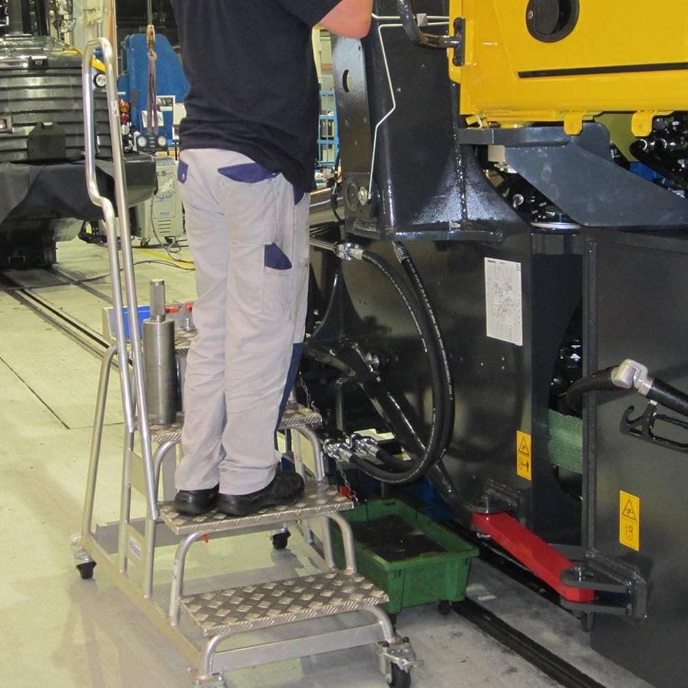 Przykład zastosowania schodka specjalnego KRAUSE w procesie produkcyjnym