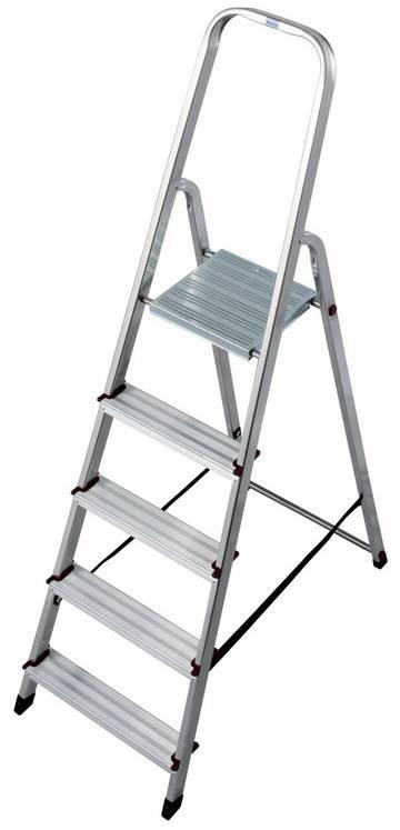 Kompaktowa aluminiowa drabina wolnostojąca do różnych prac wewnątrz pomieszczeń, z jednostronnym wejściem i wygodną platformą roboczą.
