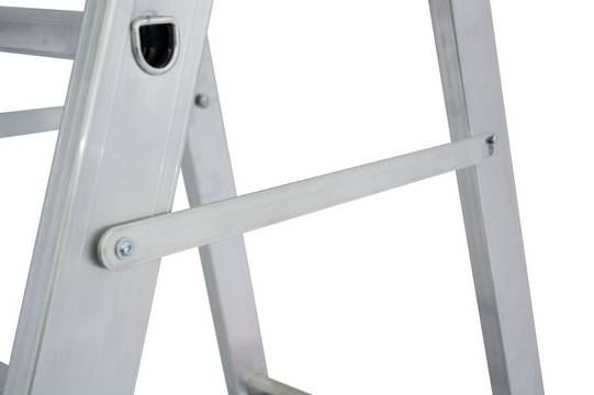 Drabina wolnostojąca z dużą platformą - zintegrowana blokada samoczynnego złożenia/rozłożenia się drabiny