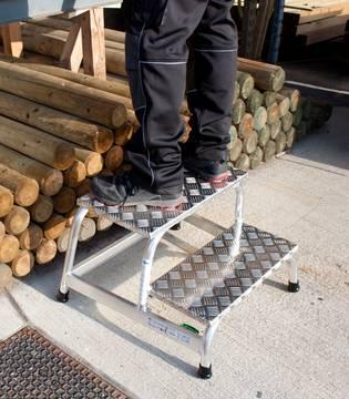 Przykład zastosowania schodków montażowych