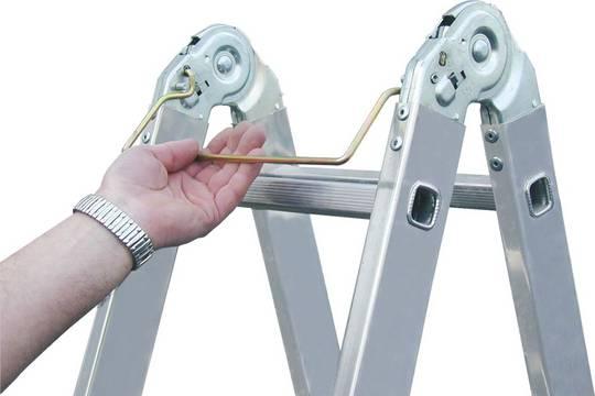 Drabina dwustronna przegubowa ze szczeblami - opatentowany system przegubów z lekko pracującym systemem ryglowania (system SpeedMatic) zapewniający szybką i komfortową obsługę.