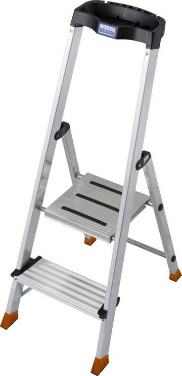Kompaktowa wolnostojąca drabina aluminiowa z wyjątkowo głębokimi stopniami i praktyczną półką na akcesoria i narzędzia.
