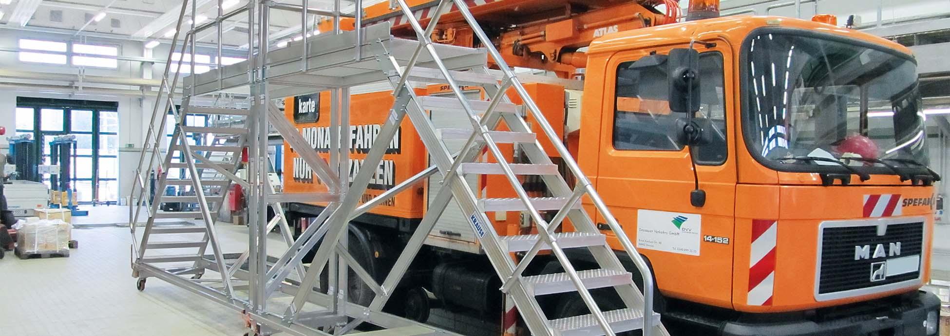 Schody jezdne z platformą jako bezpieczny dostep do stanowisk pracy na wysokości