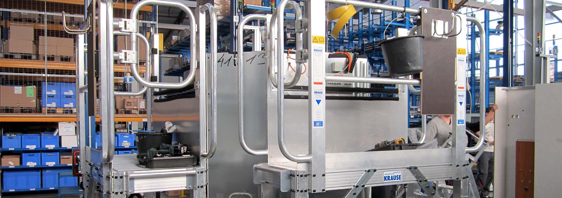 Jezdna platforma robocza z regulowaną wysokością dopasowana do ruchomej lini montażowej