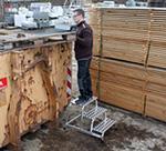 Aluminiowe schodki montażowe z balchy ryflowanej