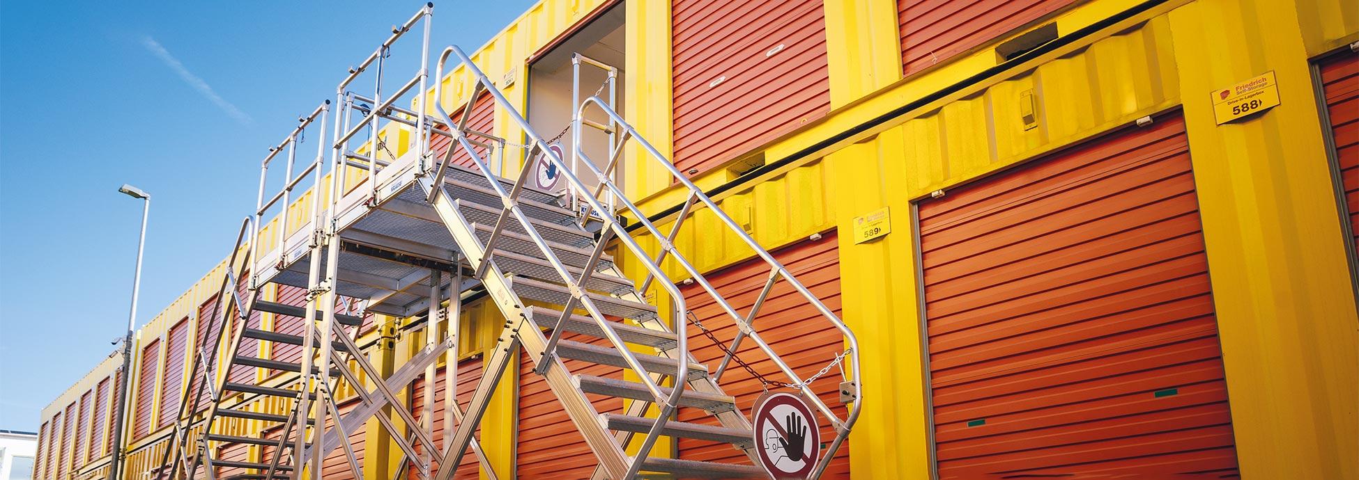 Kombinacja dwóch schodów jezdnych z obustronnym wejściem